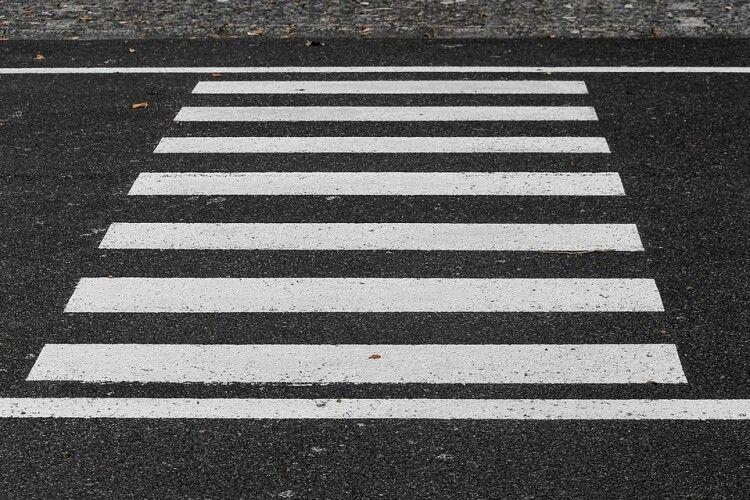 Іномарка збила школяра на пішохідному переході