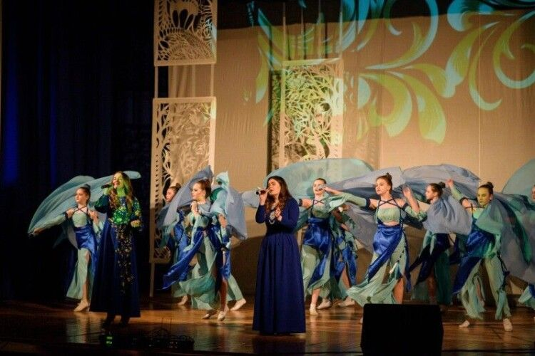 «Леся Українка може звучати сучасно»: волинянки заспівали про місяць яснесенький (Відео)