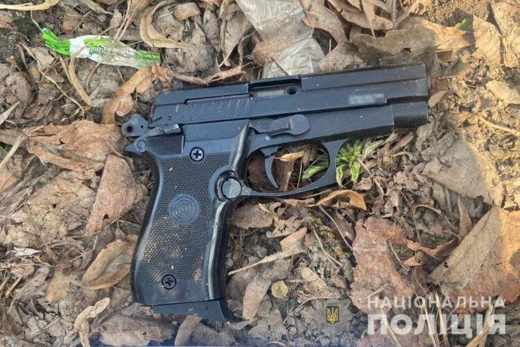 У Луцьку серед білого дня чоловік стріляв з пістолета (Фото)