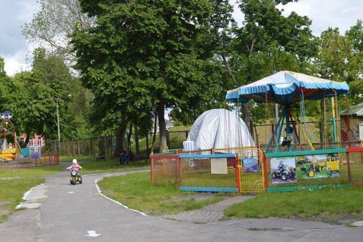 У Ковелі оновили атракціони для найменших
