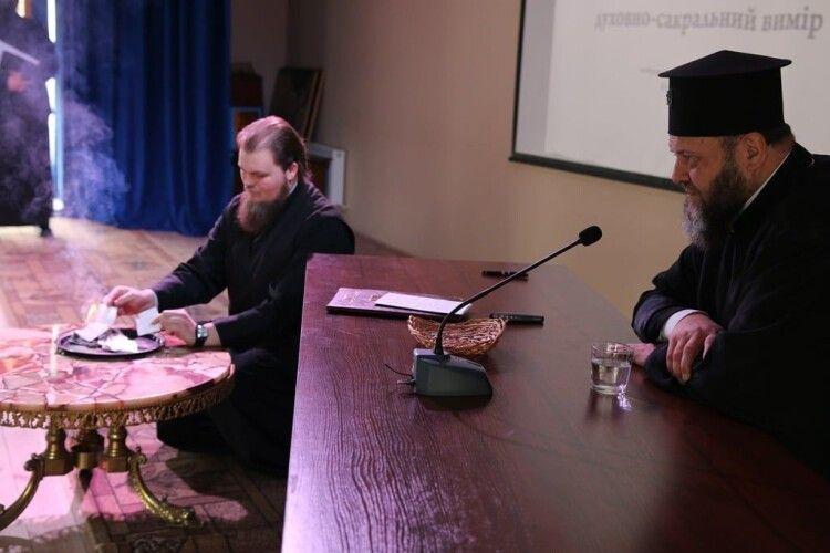 Анонімний діалог: що розповів митрополит Михаїл студентам Богословської академії (Фото)