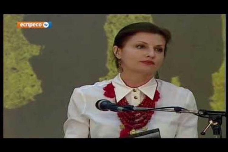 Людмила Янукович ховається! Так Марина Порошенко читає Шевченка (Відео)