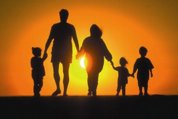 На Волині п'ятеро малих дітей просять врятувати тата
