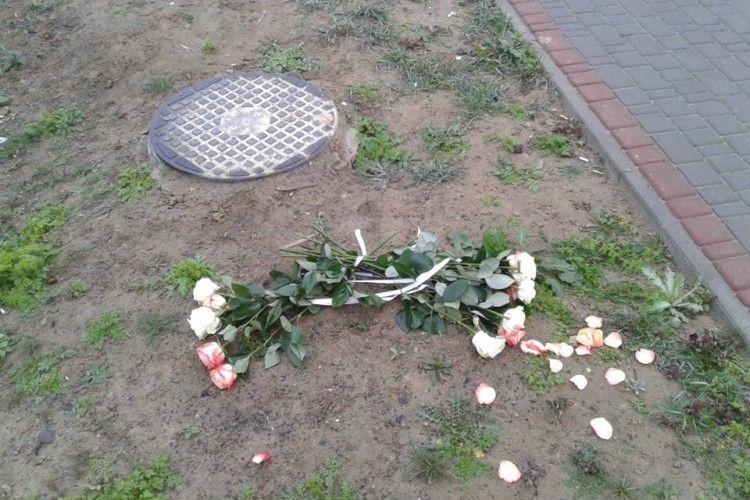 Він, вона і 11 потрощених троянд: цієї ночі в Луцьку розігралася грандіозна любовна драма