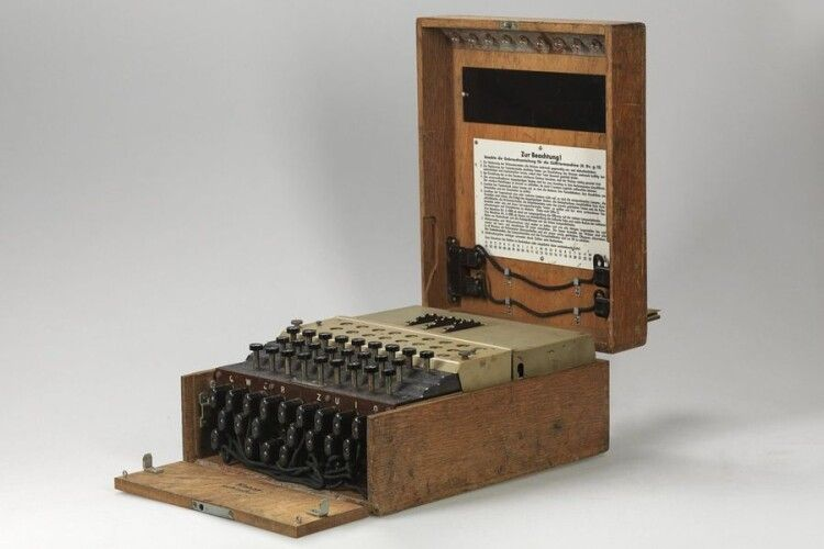 На аукціоні виставили легендарну шифрувальну машину «Енігму»