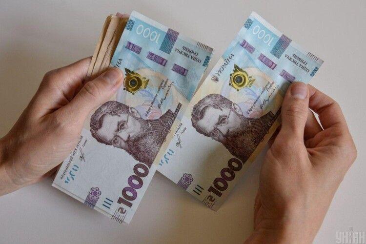 Середня зарплатня в Україні зросла до 14 тисяч гривень