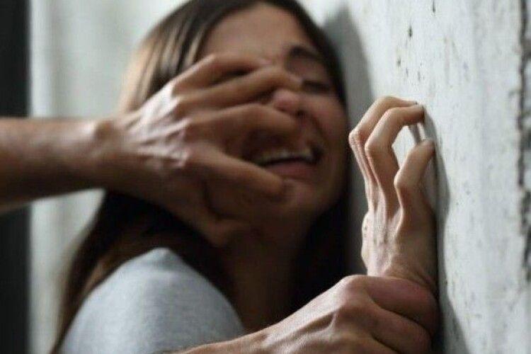 Троє підлітків зґвалтували 14-річну дівчинку і зняли все на відео: подробиці