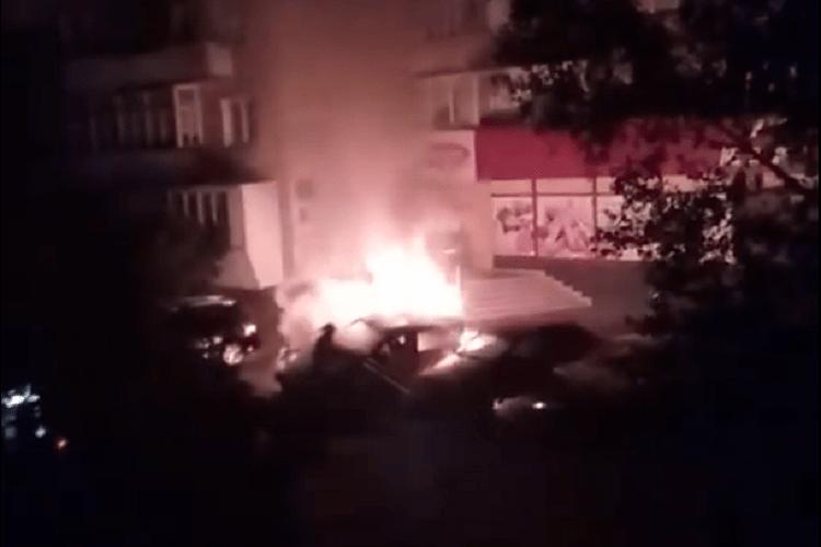 На Волині невідомі вночі підпалили два автомобілі
