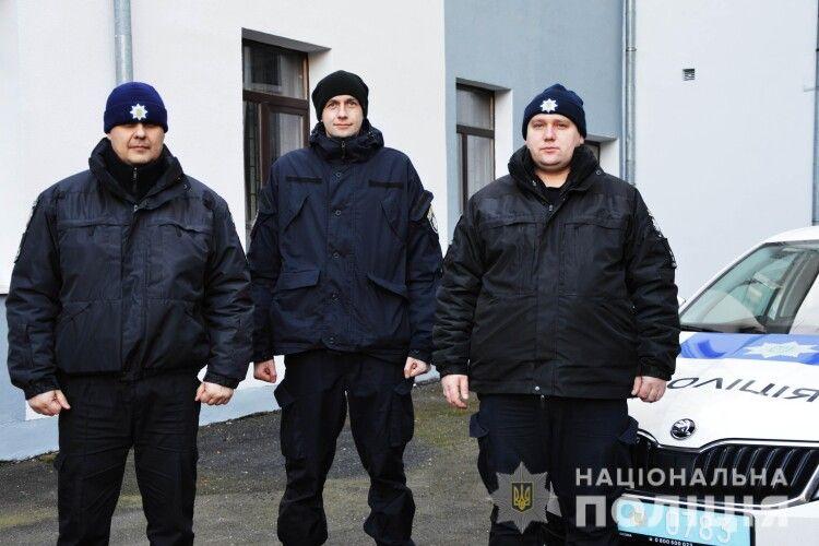 Схопили за ноги: у Луцьку працівники поліції врятували чоловіка від самогубства