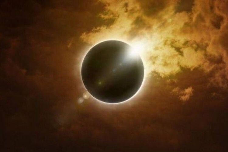Сьогодні відбудеться повне сонячне затемнення – єдине у 2020 році. Як побачити
