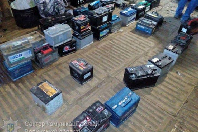 Не встиг збути: у Луцькому районі впіймали крадія 40 автомобільних акумуляторів