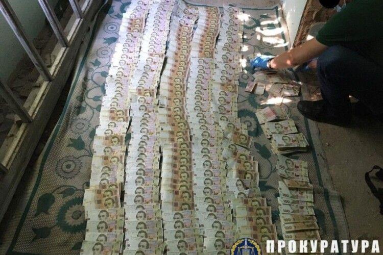 Вибухівку в авто Укрпошти із майже 3 млн гривень злочинці могли закласти заздалегідь