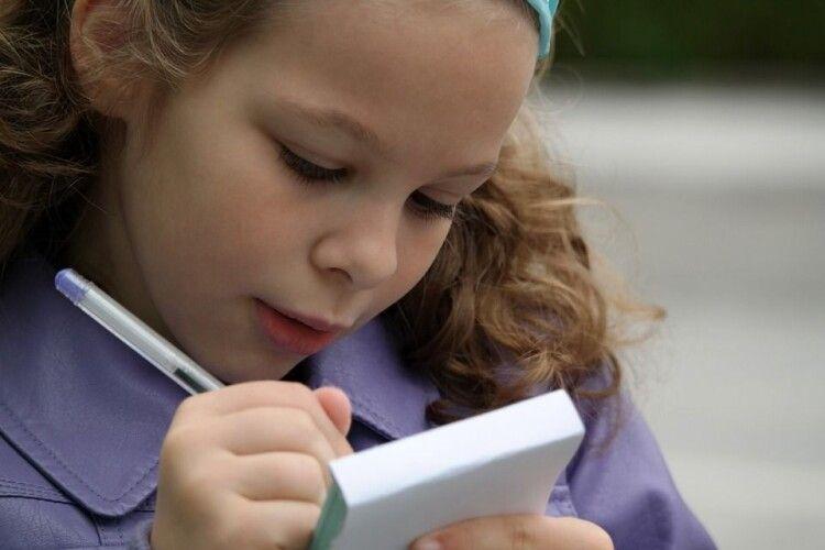 Один телефон на трьох: проблеми дистанційного навчання на Волині (Відео)
