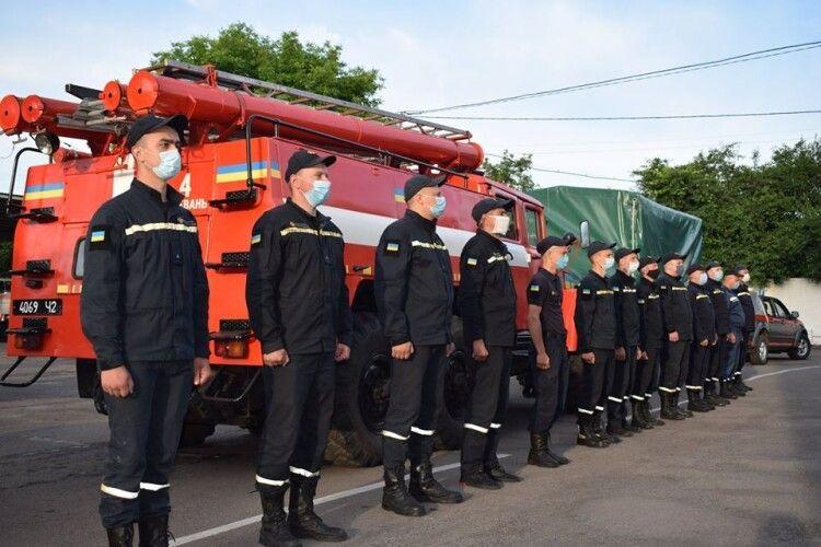 Загін рятувальників з Рівненщини вирушив на допомогу Карпатському регіону