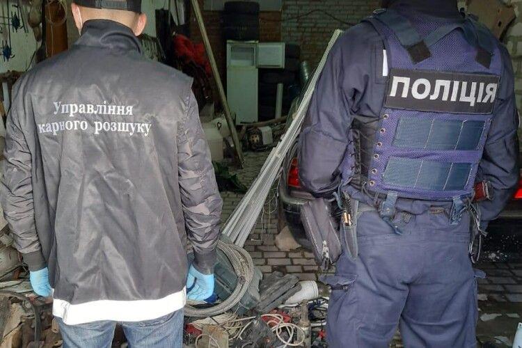Поліція вилучила понад дві вантажівки краденого майна