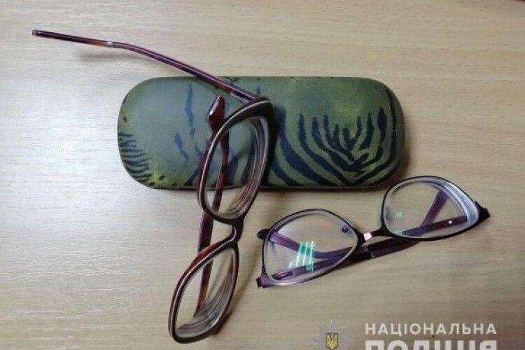 Дорогі пенсіонери, не купуйте у незнайомців цілющі окуляри