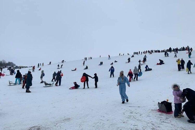 Під Луцьком влаштували катання на лижах, як у Карпатах