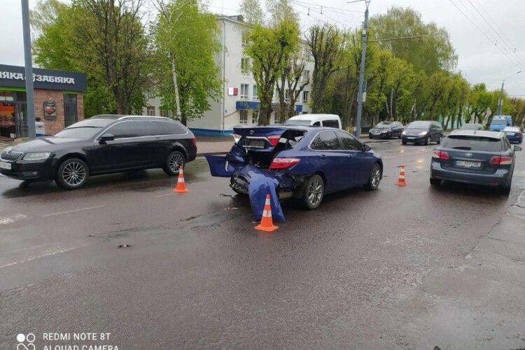 У центрі Луцька – аварія (Фото)