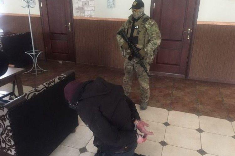 Затримано банду рекетирів, до складу якої входив поліцейський (фото)