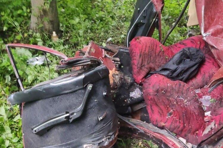 Поблизу Луцька легковик злетів у кювет, водій загинув