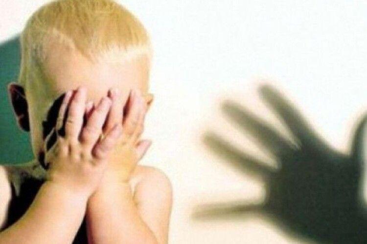 Дитя плакало і... так рознервувало горе–батька