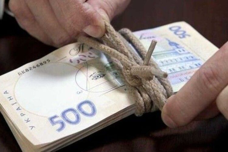 Аферисти виманили у рівнянина 33 тисячі гривень