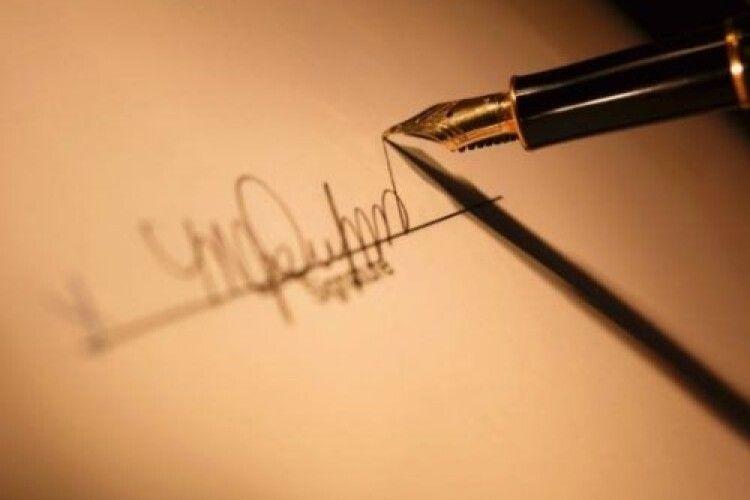 На Волині у протоколі ОВК замість члена комісії підписався... водій