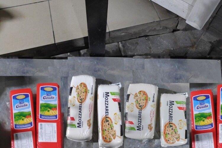 На «Устилузі» виявили майже 100 кілограмів прихованого сиру