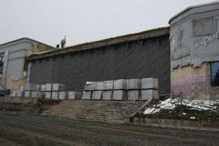 Замість кінотеатру – кримінальне провадження: шукають власника будівництва