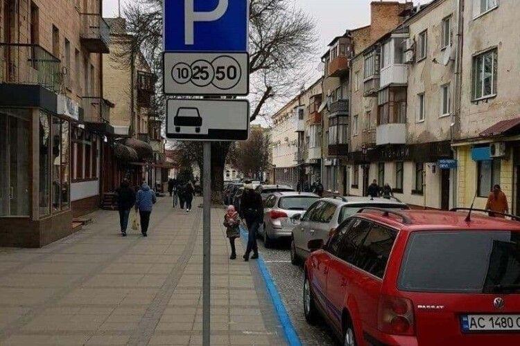 За парковку в центрі Луцька можна буде заплатити через мобільний додаток