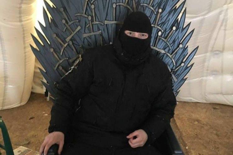 У наметовому містечку знайшли трон Саакашвілі
