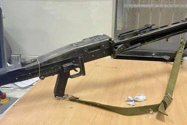 Українець хотів поштою відправити до Франції кулемет