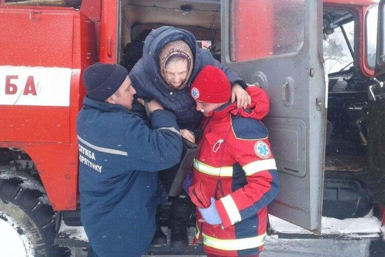 На Волині медик з пацієнтом доїхали в лікарню на пожежній автоцистерні