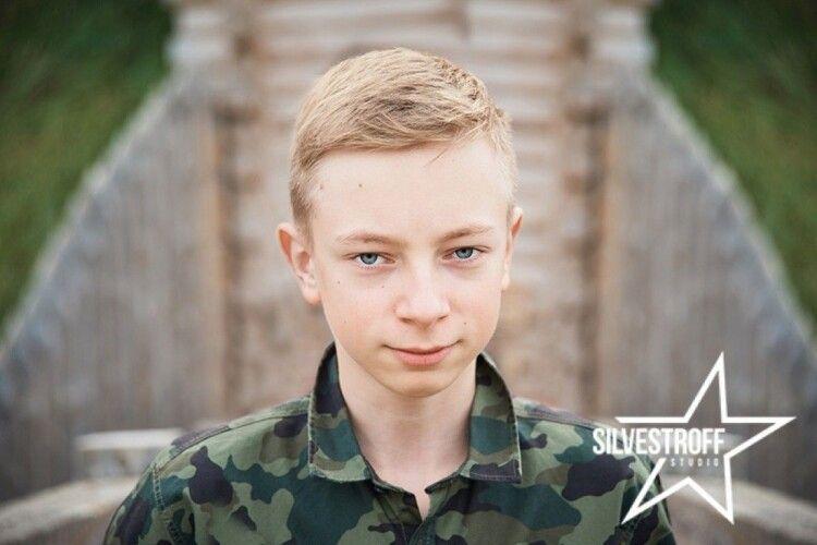 В 11років український школяр відмовився від подарунків, щоб допомагати стареньким