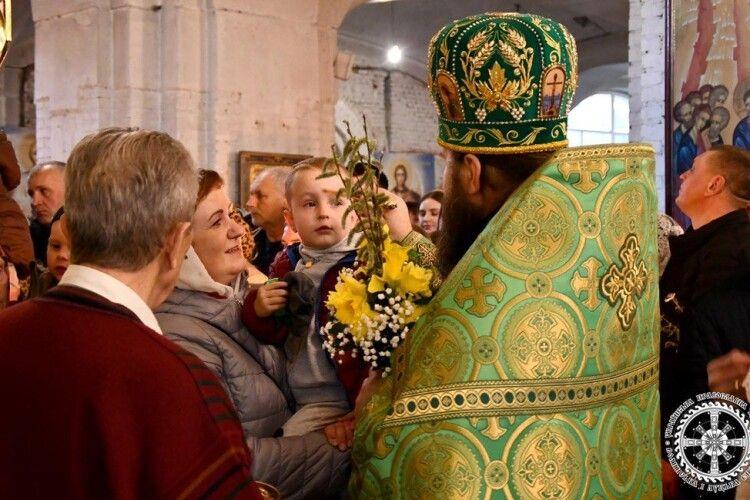 Архієпископ Нафанаїл освятив вербу у соборі Всіх Святих землі Волинської (Фото)