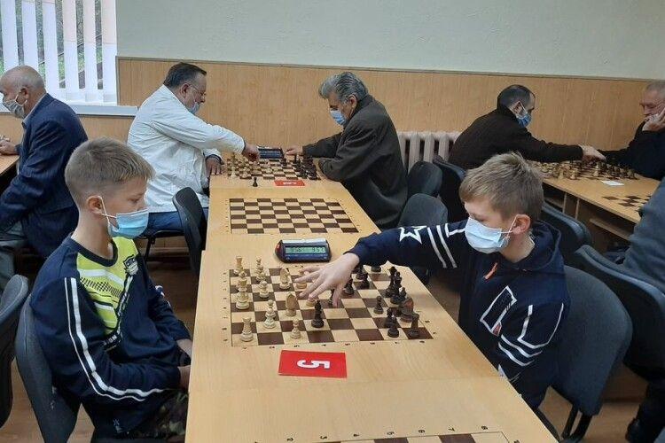 У Луцьку змагалися з шахів та знання історії козацтва