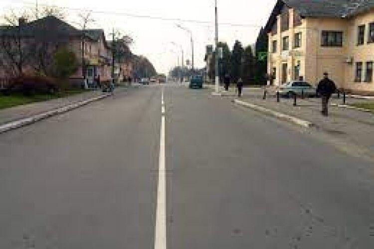 Одна з найстаріших вулиць Нововолинська буде освітлена
