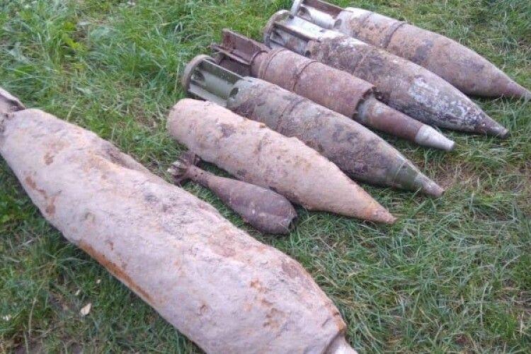 Біля трьох волинських сіл знайшли міни, снаряди та авіабомбу