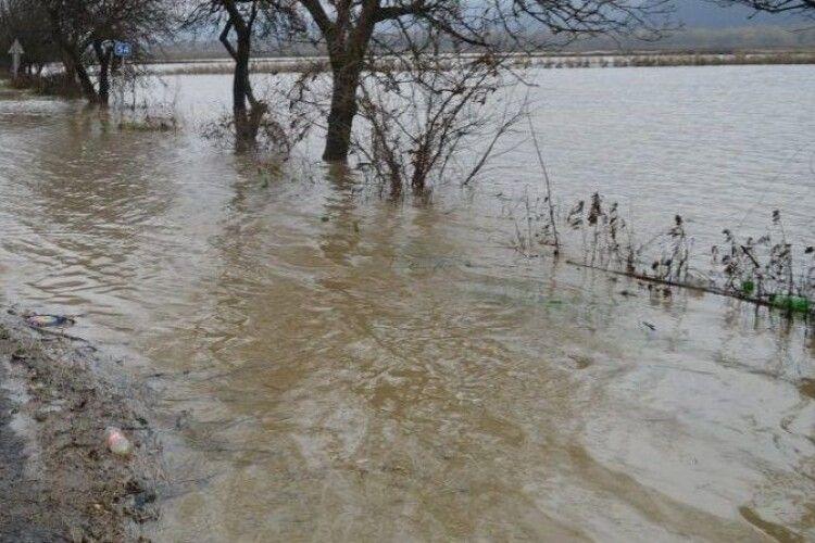 Підтоплення: волинські рятувальники відкачують воду з присадибних ділянок