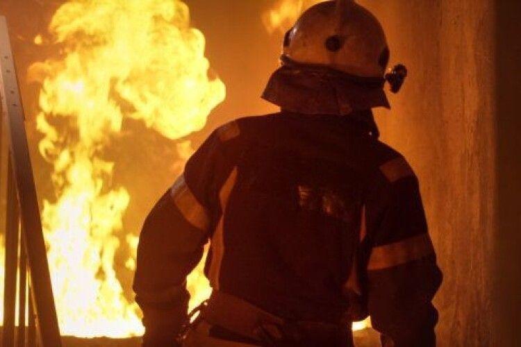 Пожежу гасили три години, на згарищі знайшли труп