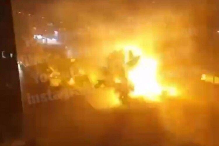 «Близько 30 секунд спалахів»: блискавка потрапила в електрощитову (Відео)