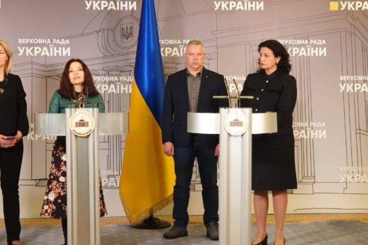 «Європейська Солідарність» вимагає відкликати законопроект, який легалізує паспортизацію Росією ОРДЛО