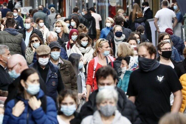Де українці інфікуються коронавірусом: лікар назвав «найпопулярніші» місця