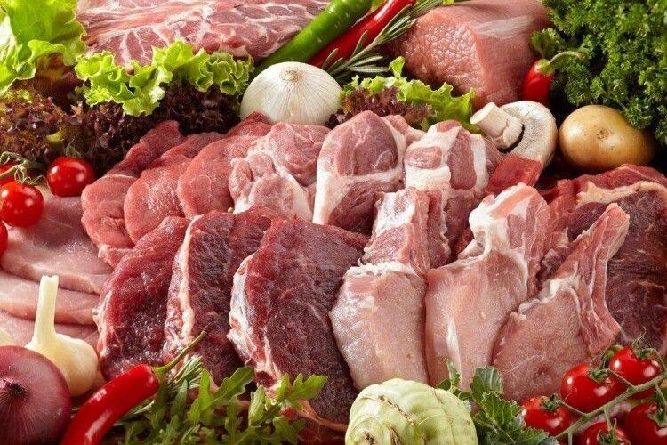 Президент Макрон закликав французів наминати лише французьке м'ясо