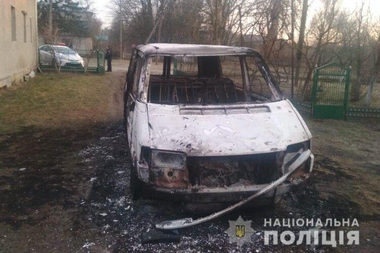 Мешканцю села Овадне спалили буса