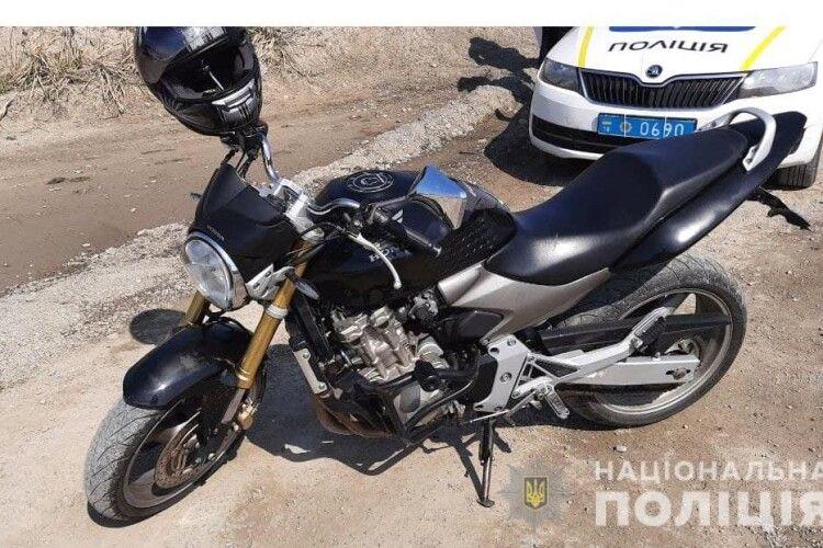 Пройдисвіт з Житомирщини під приводом «тест-драйву» спробував поцупити мотоцикл «Honda Hornet» у продавця з Рівненщини