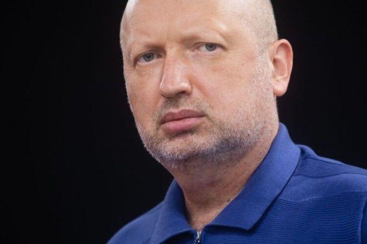 Турчинов: «Ціни могли підняти спеціально, щоб здати українську енергетику Росії»