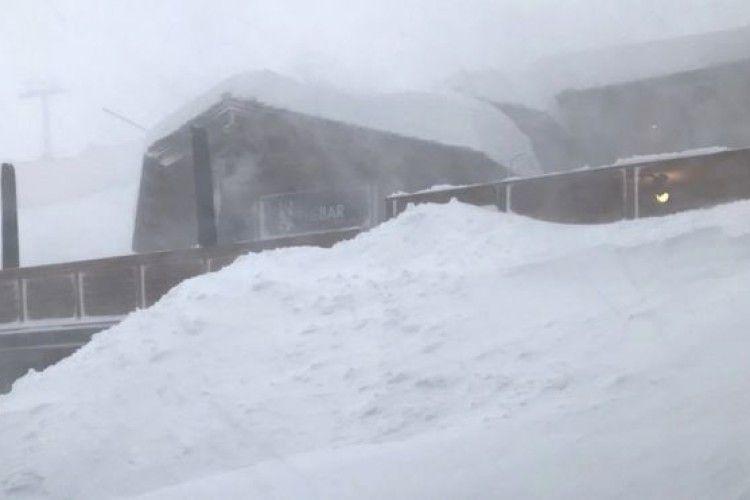 Снігопади відрізали від світу лижні курорти Альп