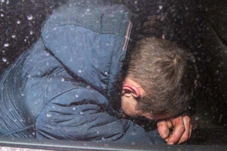 На Волині п'яний чоловік переплутав автомобілі, увірвався до чужого і… заснув