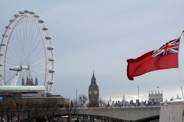 У Лондоні поліція застрелила терориста, який напав із ножем на перехожих